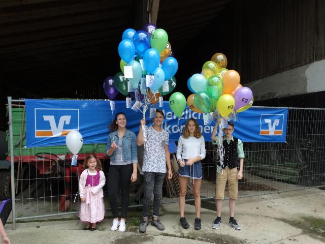 Luftballon-Wettbewerb Pfarrfest in Buch am Buchrain